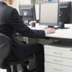 仕事デスクをスッキリさせて効率アップする3つの方法!